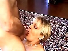 Old slut prefers to blow worn dicks