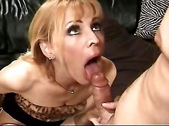 Milf sucks dick n gets licking cunt