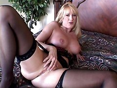Mature Housewife Spreading Her Cooze